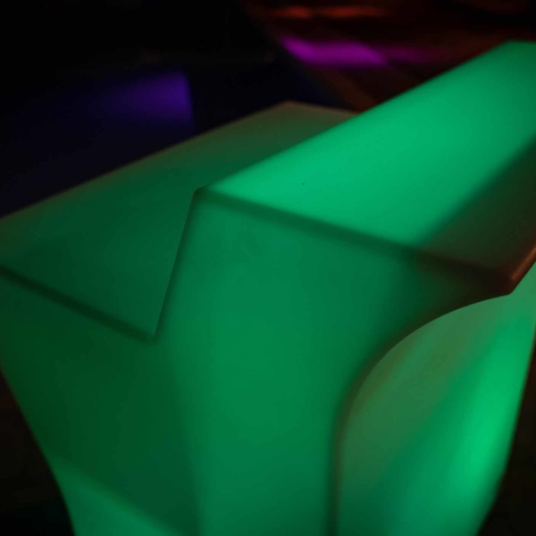bancone bar luminoso esterno verde
